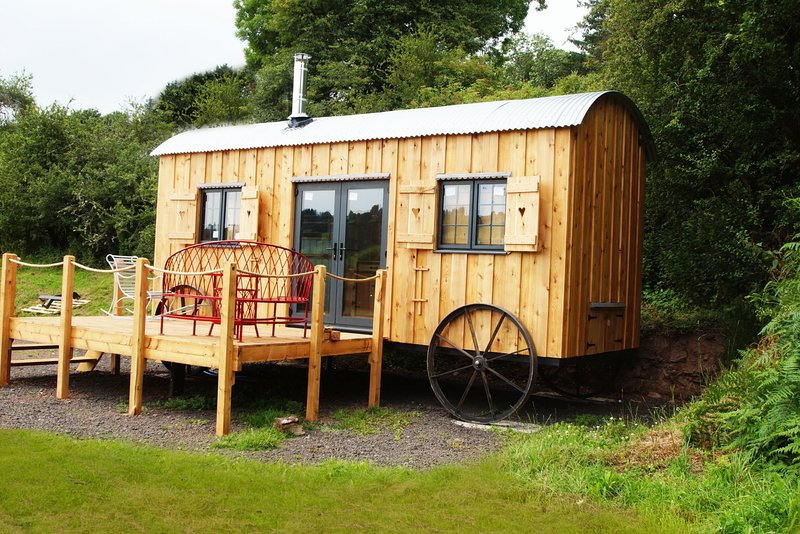 The Orient Express - Brecon Beacons Glamping with great valley views: BOW31, holiday rental in Sennybridge