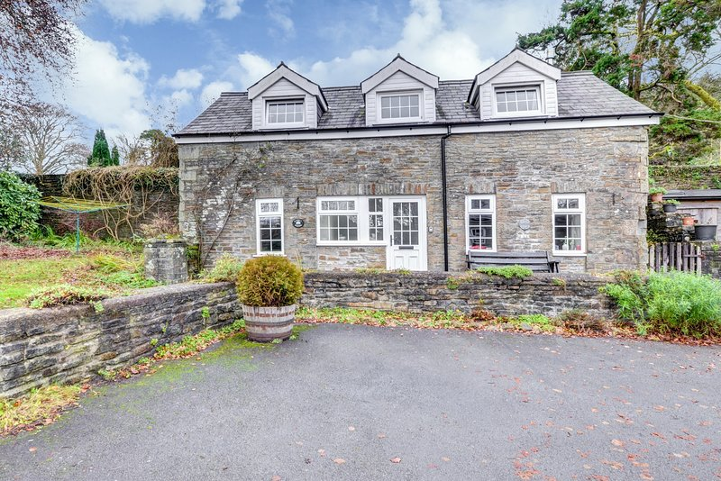Plas y Wennol - short drive from the Gower and Brecon Beacons: BOW05, vacation rental in Felindre