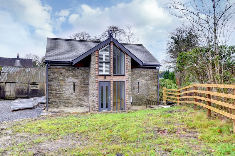 Plas y Llo - Riverside cottage near the Gower and the Brecon Beacons: BOW02, vacation rental in Felindre