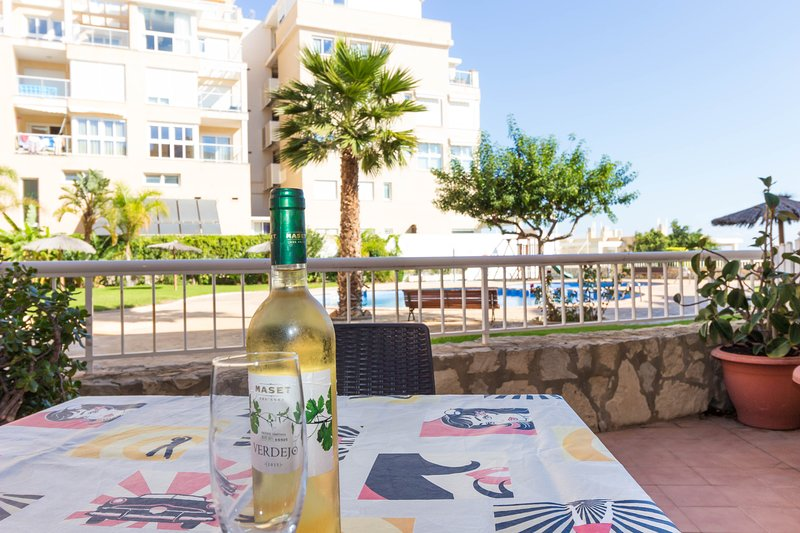 'BREEZES I', 35 sqm terraces, 100 m from the sea. Shared pool. WIFI, holiday rental in Mutxamel