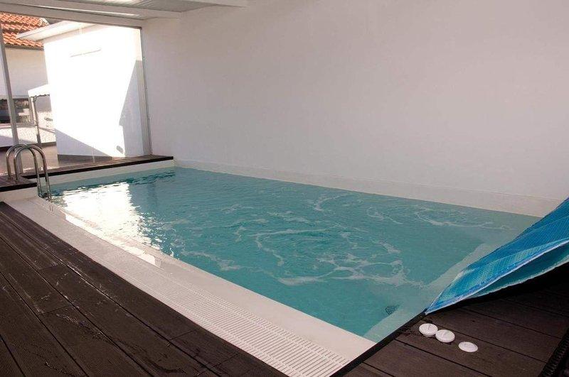 Spacious villa with swimming-pool, alquiler de vacaciones en Gois