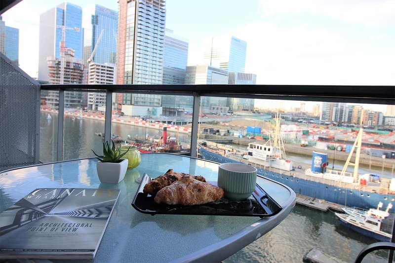 Canary Wharf Luxury River view appartment, holiday rental in Stratford City