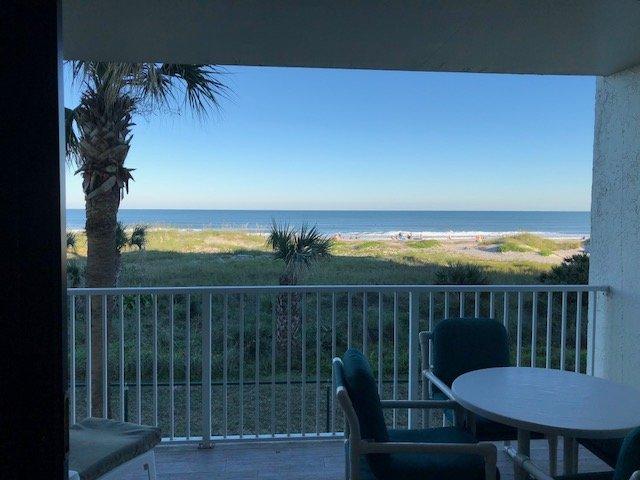 Guardando verso l'Oceano Atlantico dal soggiorno e balcone