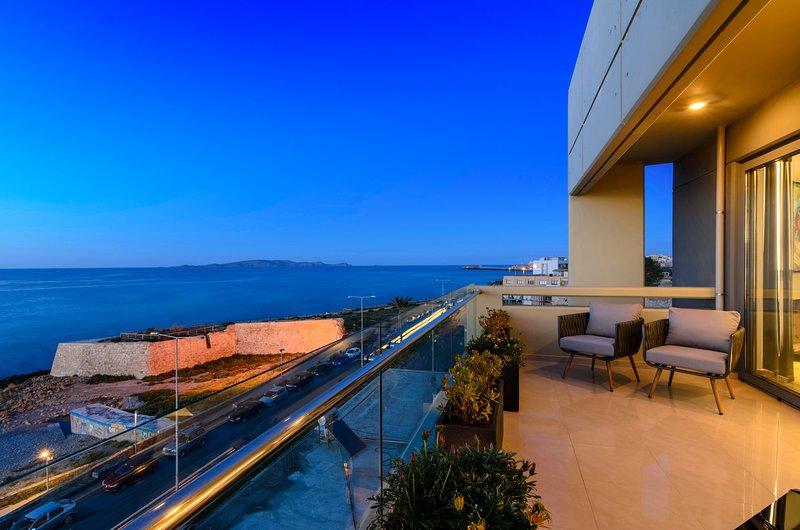 'C.P. Luxury Suite' with breathtaking sea view!, alquiler vacacional en Heraklion
