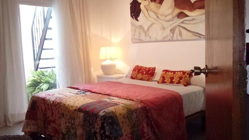 Casa cerca del mar en precioso pueblito costero, vacation rental in Estepona