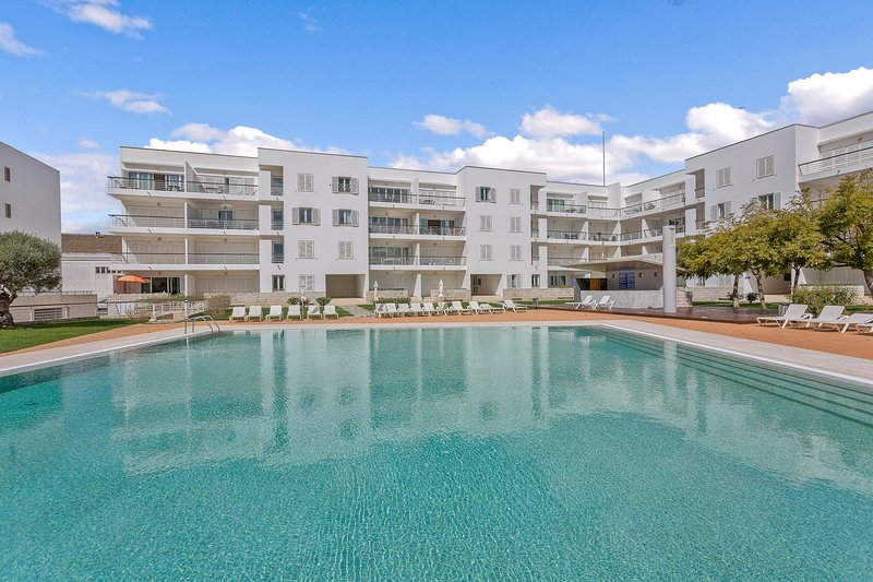 Being part of Lagos Marina the complex is well maintained and centrally located.