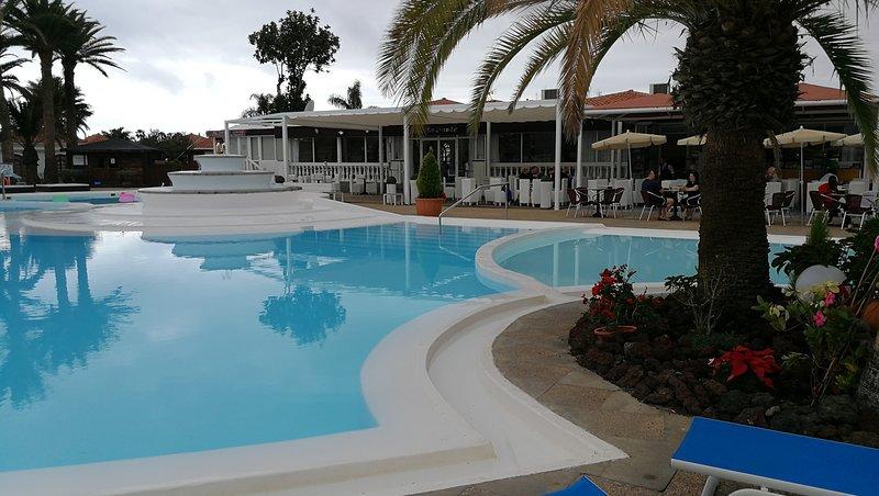 BUNGALOW in complejo vacacional con espectaculares piscinas, vacation rental in Maspalomas