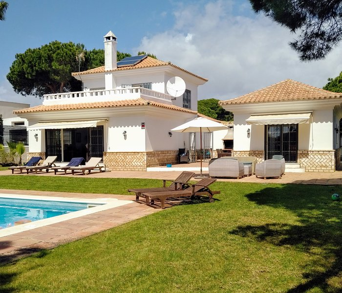 Villa Limonero with private pool and wifi., holiday rental in Palos de la Frontera
