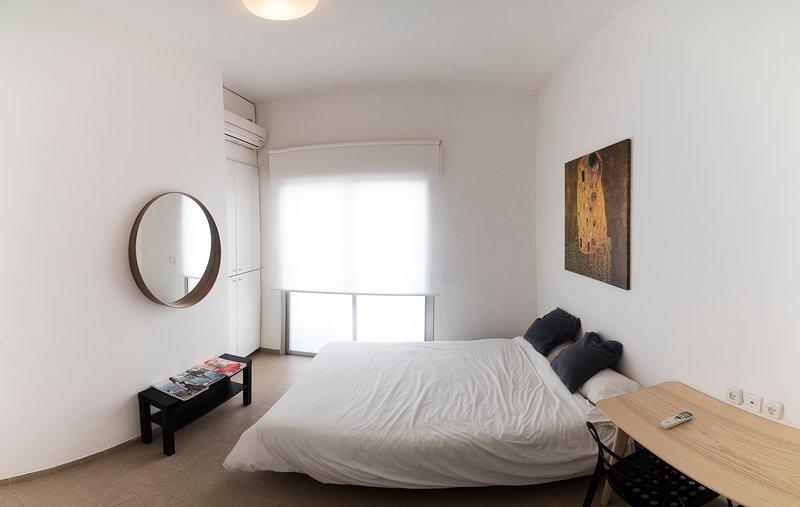 The Heart of Tel aviv- Dizengoff Center interior Design with parking spot, location de vacances à Jaffa