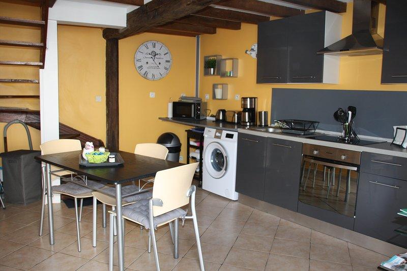 Petite maison d'hôtes 'Le Bleuet', Ferienwohnung in Benouville