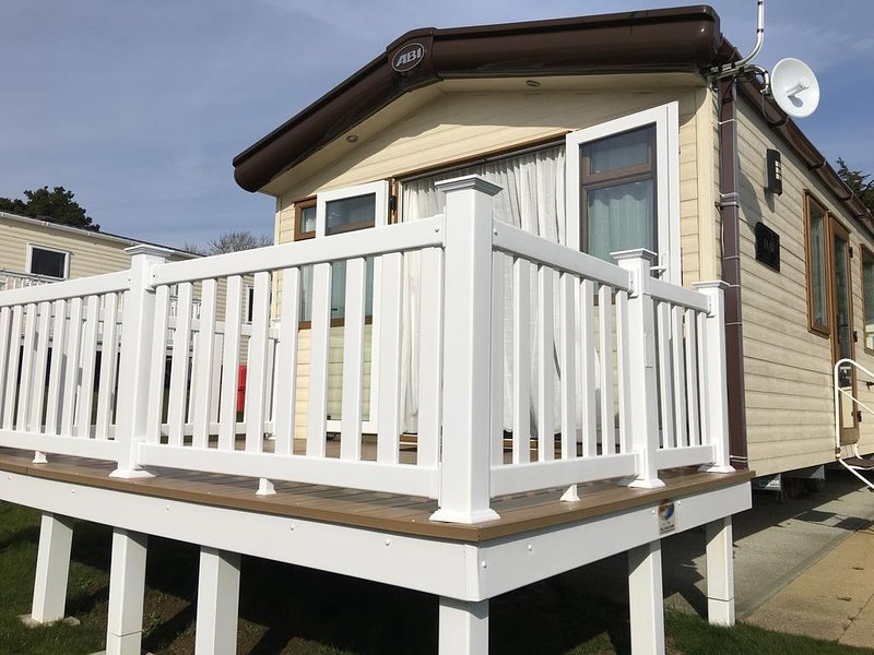 Whitecliff Bay Holiday Home, aluguéis de temporada em Bembridge