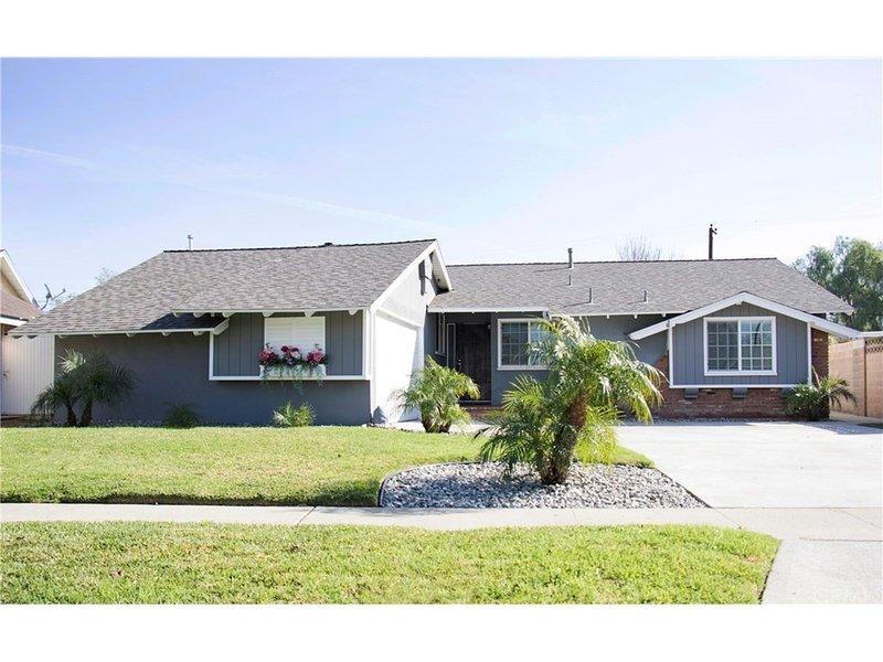 Central Location 4 Bedroom House, location de vacances à Santa Ana