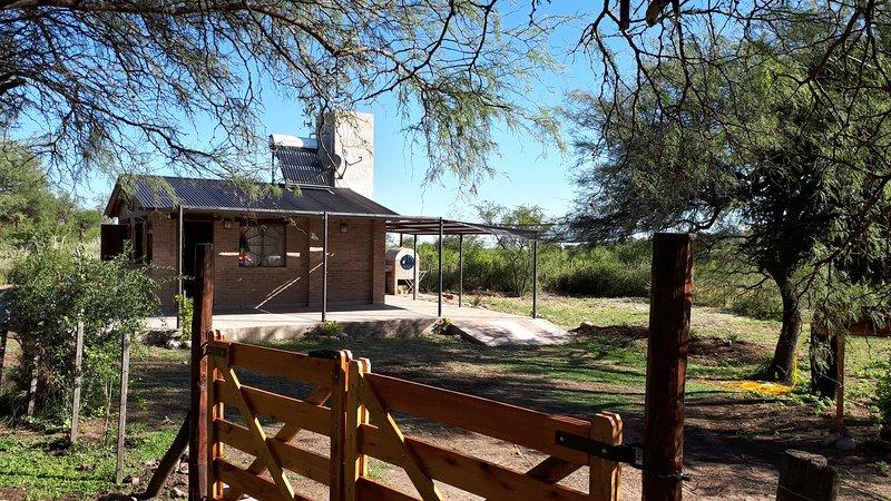 Aires de la Quebrada, silencio, belleza y descanso en Traslasierra, aluguéis de temporada em Villa Cura Brochero