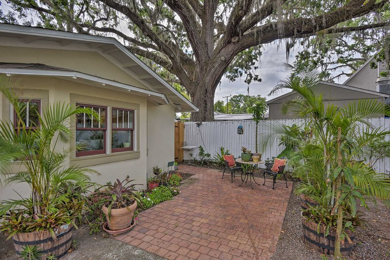 A romantic getaway in historic Sanford awaits 2 guests luxury apartment.