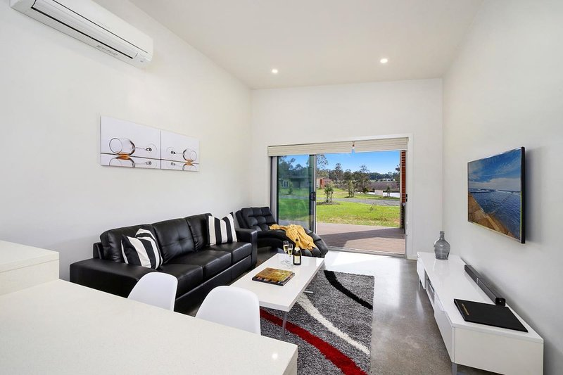 Hunter Valley Accommodation - Ironbark Villa 5 - Pokolbin - Living Room