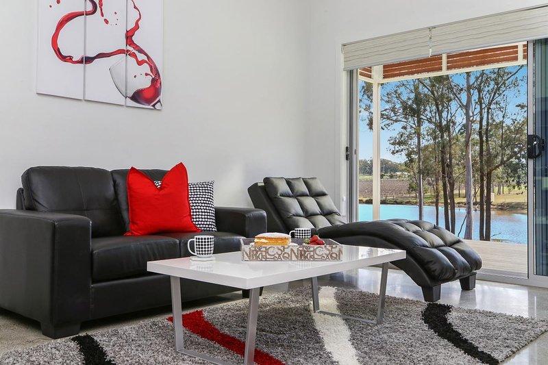 Hunter Valley Accommodation - Ironbark Villa 4 - Pokolbin - Living Room