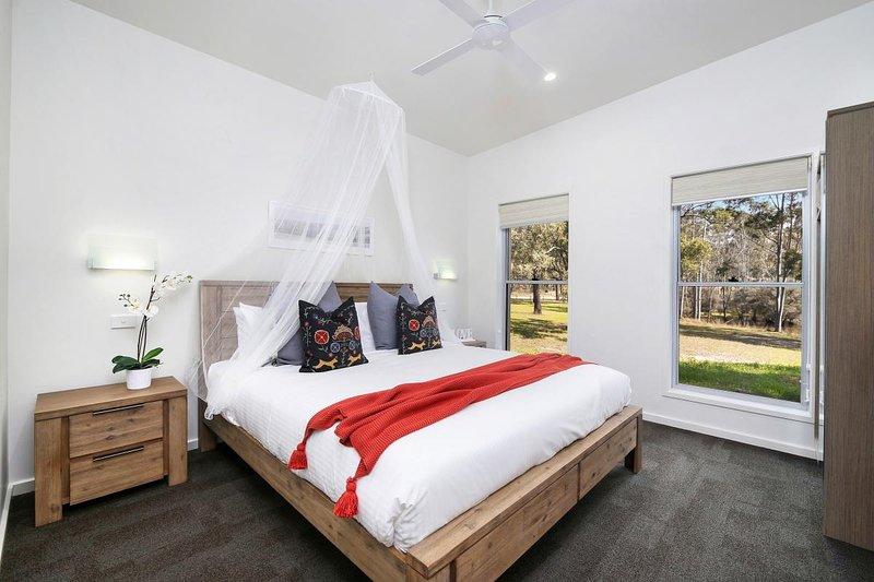 Hunter Valley Accommodation - Ironbark Villas - Pokolbin - Bedroom