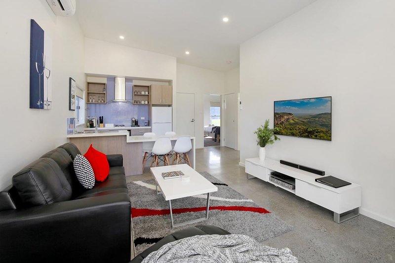Hunter Valley Accommodation - Ironbark Villa 6 - Pokolbin - Living Room