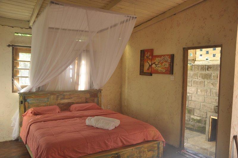 La casa está ubicada en medio de la jungla y la terraza de arroz, excepcionalmente fascinante en la tradición local.