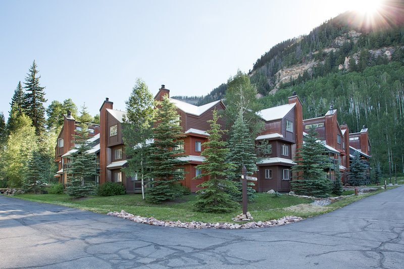 Gorgeous Mountain Condo - Fully Renovated - Views!- At Silverpick Lodge, holiday rental in Durango