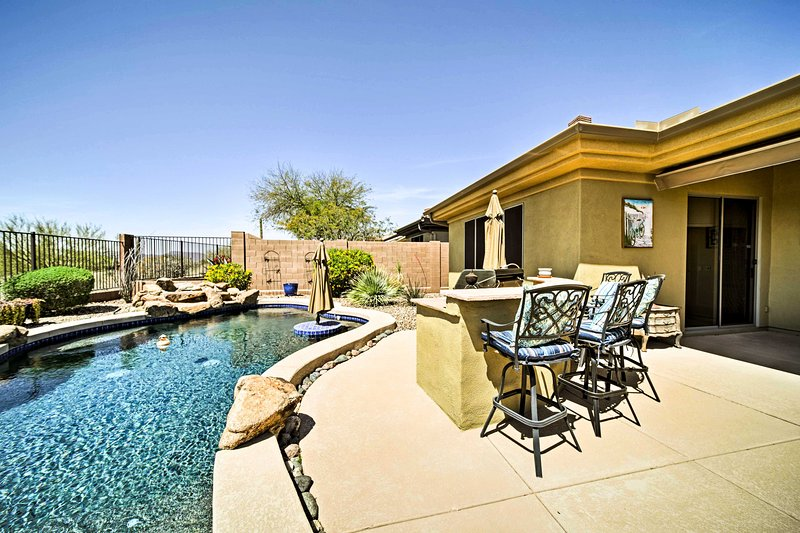 Escape to 'Anthem Oasis,' a 3-bedroom, 2.5-bathroom vacation rental house!