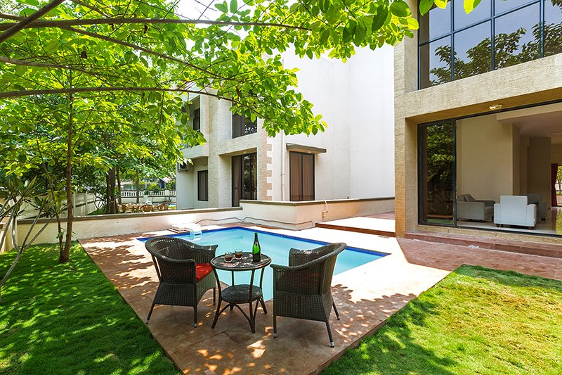 Vista Greenwoods Six by Vista Rooms, vacation rental in Khandala