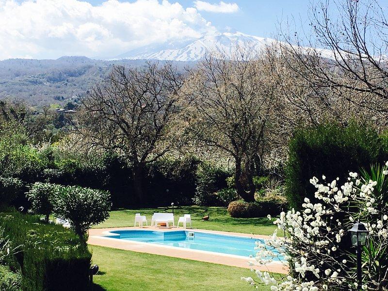 Etna Apartment con piscina, giardino e Bbq tra Taormina, lEtna e il mare, location de vacances à Piedimonte Etneo