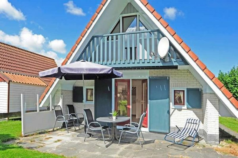 Modern Holiday home at a typical dutch canal, close to the Lauwersmeer, Ferienwohnung in Anjum