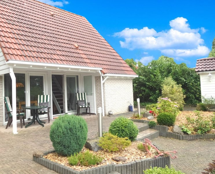 4 pers Modern holiday home with fenced garden, close the Lauwersmeer, Ferienwohnung in Anjum