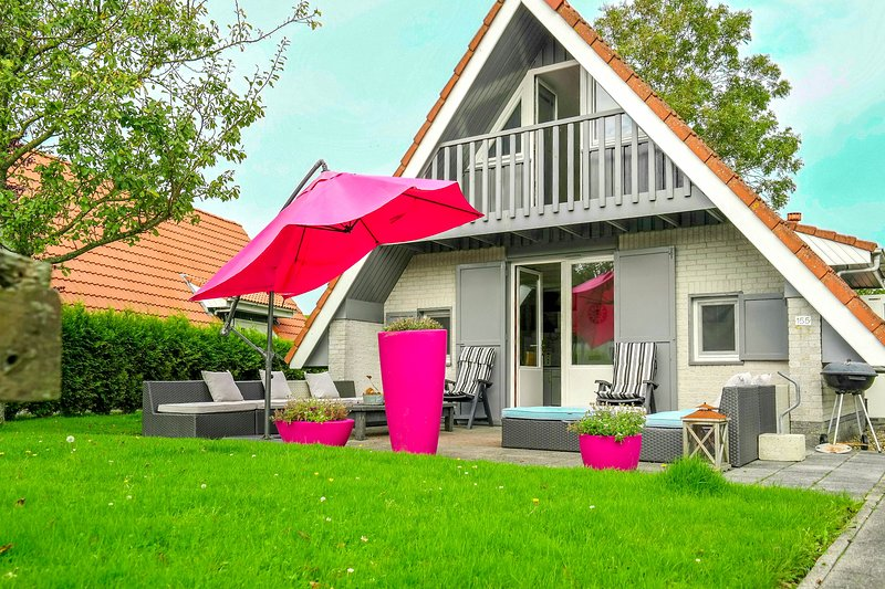 6 pers Sunny house with equipped terrace behind a dike at Lauwersmeer, Ferienwohnung in Anjum