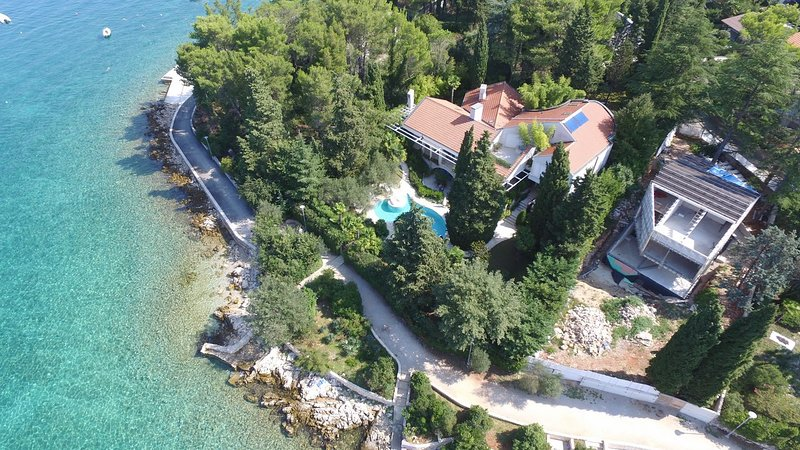 villa sulla spiaggia con piscina in affitto, isola di Krk