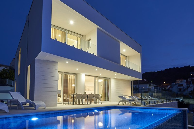 Luxury Villa The One with Pool, location de vacances à Trogir