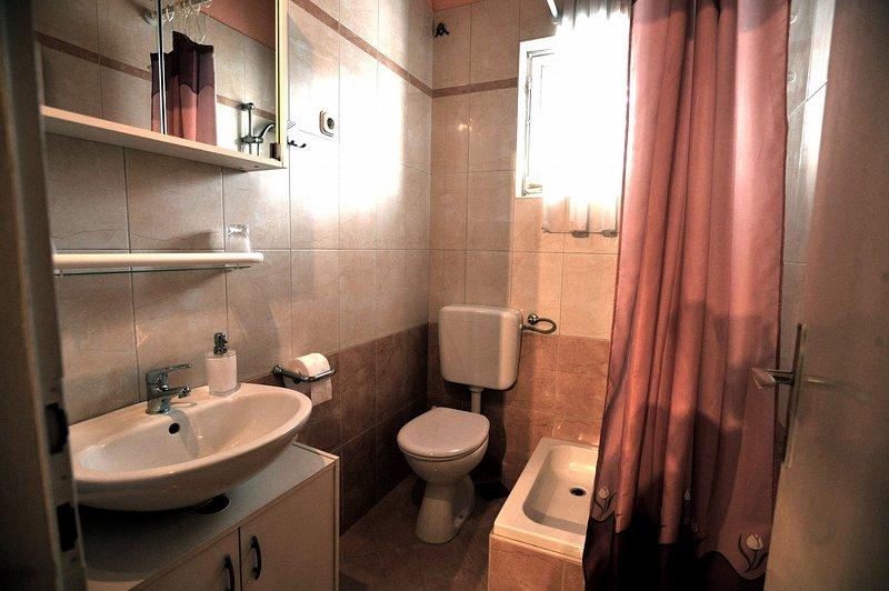 SA2 (3): baño con inodoro.