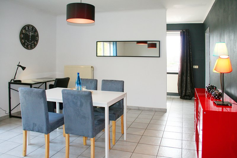 Apartment residence with private garage! FLEX appart Mons-La Louvière, location de vacances à Hainaut Province