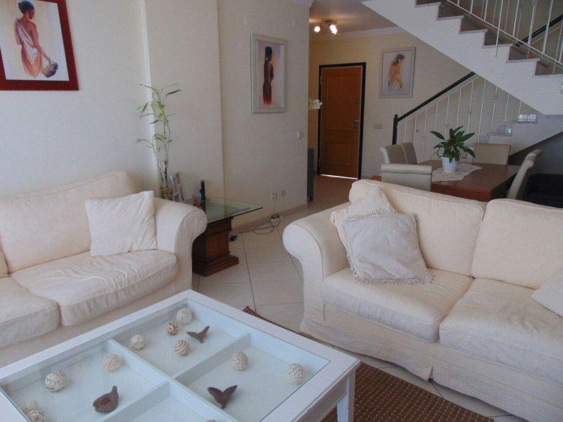 Grand duplex dans résidence de standing Quarteira villamoura, aluguéis de temporada em Mexilhoeira Grande