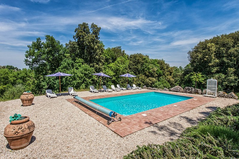 Villa with private pool, hot tub, gym, bbq, 3 bikes, Wi-fi  at 3km from village., location de vacances à Amelia