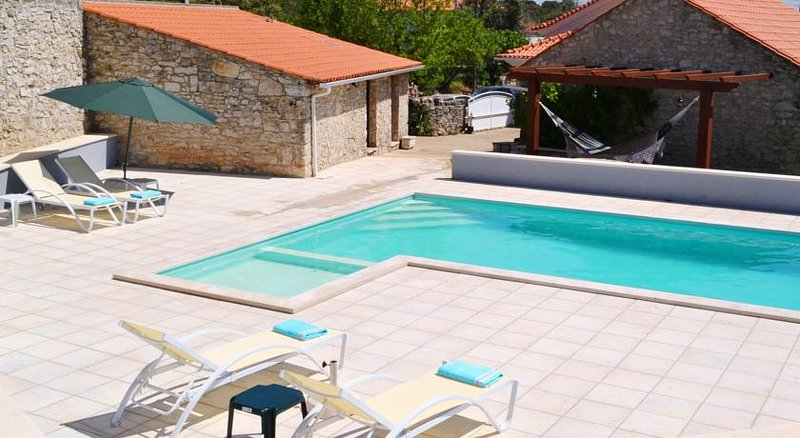 Spacious villa with swimming-pool, Ferienwohnung in Fatima