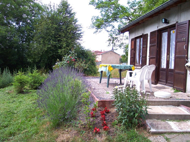 Nice house with terrace, holiday rental in Celles-sur-Plaine