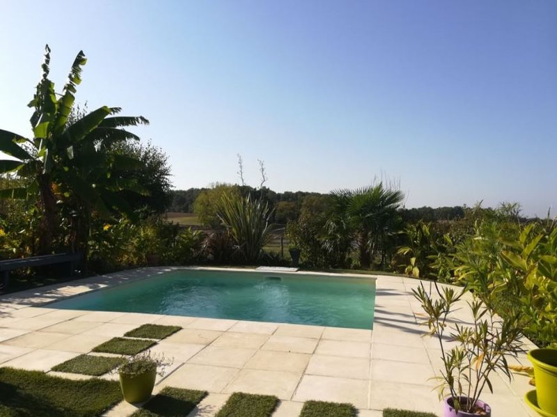 Nice villa with swimming-pool, holiday rental in Peyriere