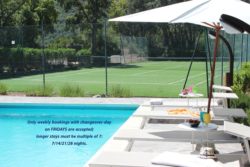 Private villa with private pool, tennis court, large garden, ping pong, wifi, AC, aluguéis de temporada em Capoliveri