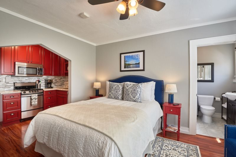 Yamhill Flats: Suite 4, holiday rental in Newberg