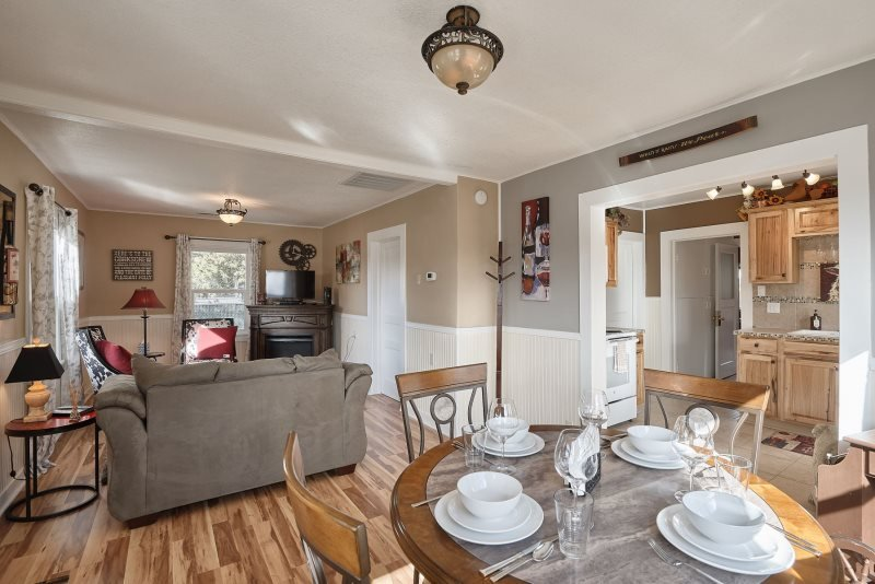 Dundee Garden Cottage: Pet-Friendly Private Home, Walkable to Town!, alquiler de vacaciones en Dayton