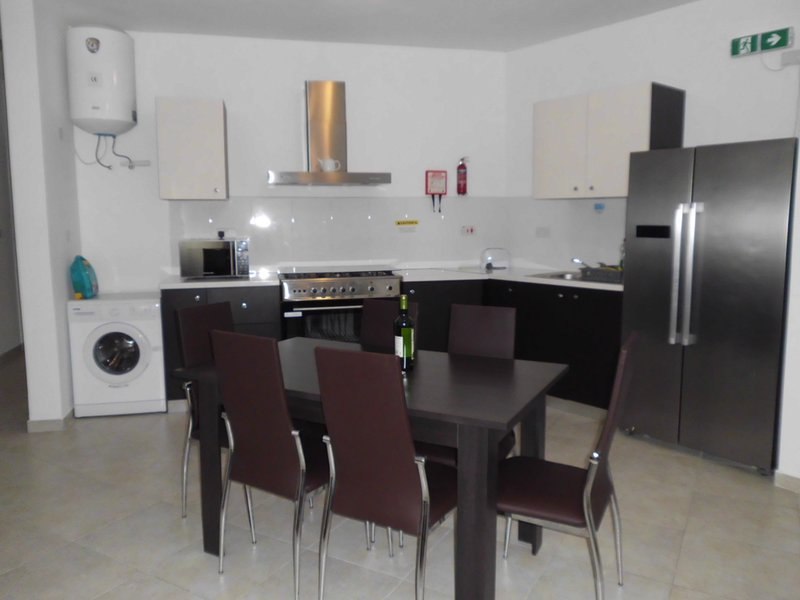 Brand new 3 bedroom apartment in Msida F5, vacation rental in Msida