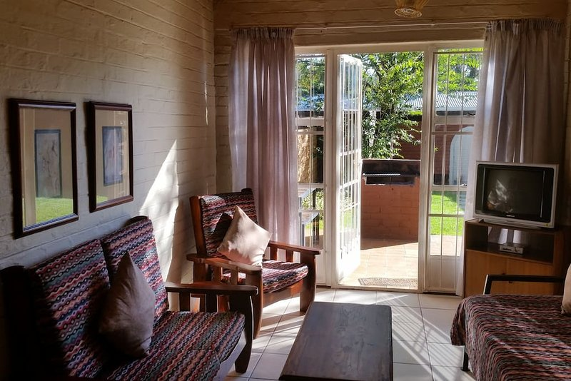 Whittals Chalets Number 7, holiday rental in Aliwal North