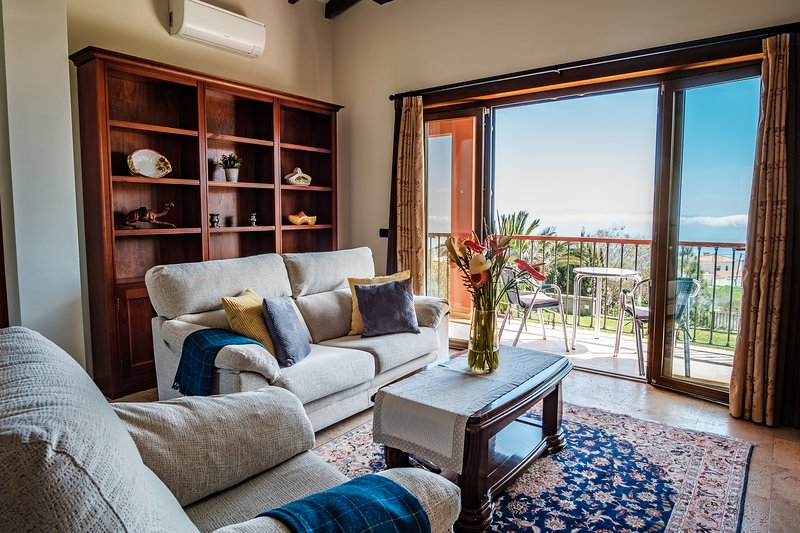 Luxury* Affordable* Quiet* Clean Appartm with ocean view., vacation rental in La Esperanza
