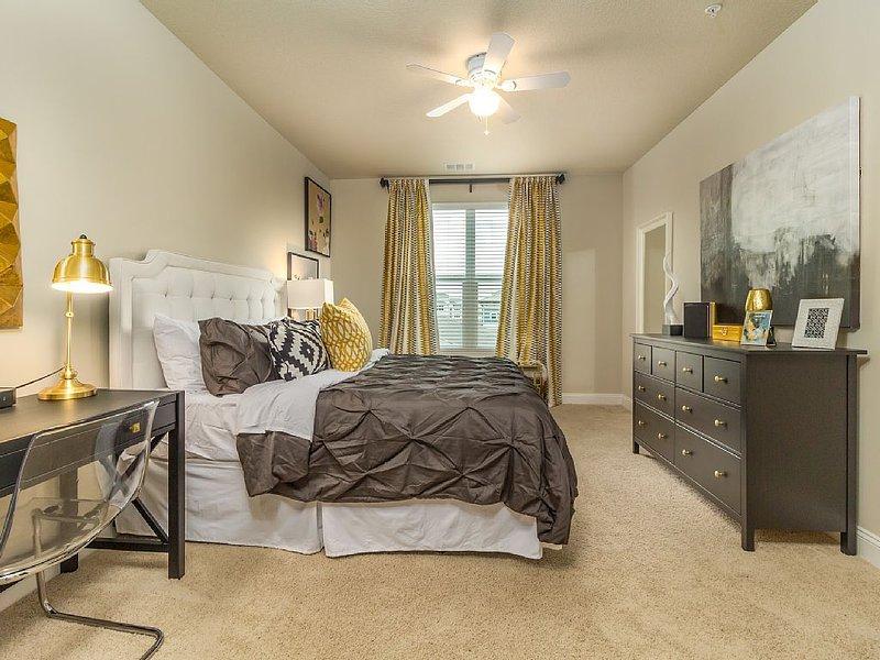 Master En-suite: King bed