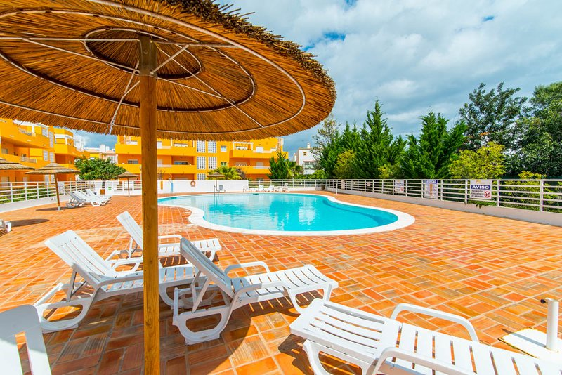Royal Cabanas Golf - 2 Bedroom Apartment with pool, holiday rental in Conceicao