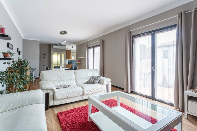 """THE """"BEAUTIFUL APARTMENT"""" is located 500 meters from the city center of Mèze."""