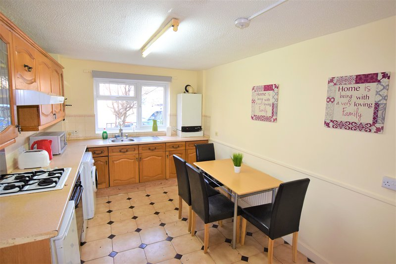 Three bed house walking distance from ExCel, location de vacances à East Ham
