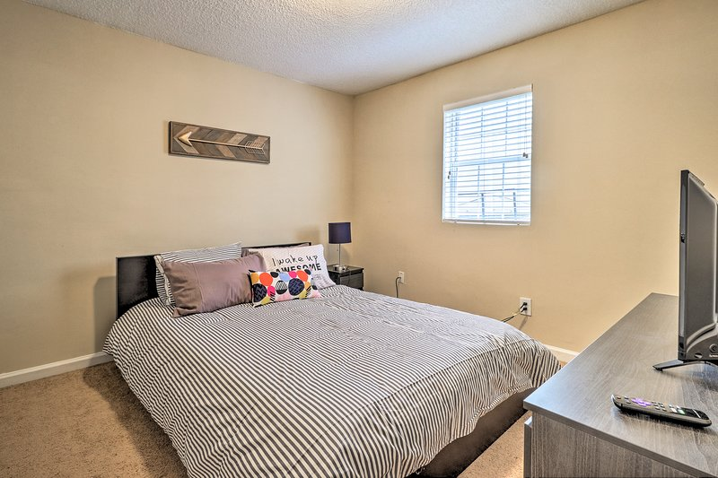 Sleep soundly in the second bedroom with an additional queen bed.